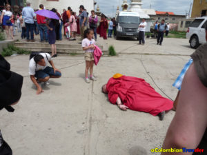 a Monk lyes in the street in UlaanBataar, I examine him but I knew he was allright.