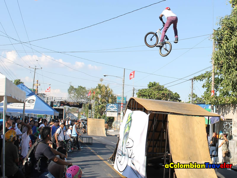 X one footed in El Salvador